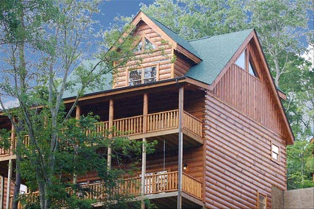 3 levels 2 levels of decks w hot tub VIEW rocking chairs 2 BBQs playhouse swing