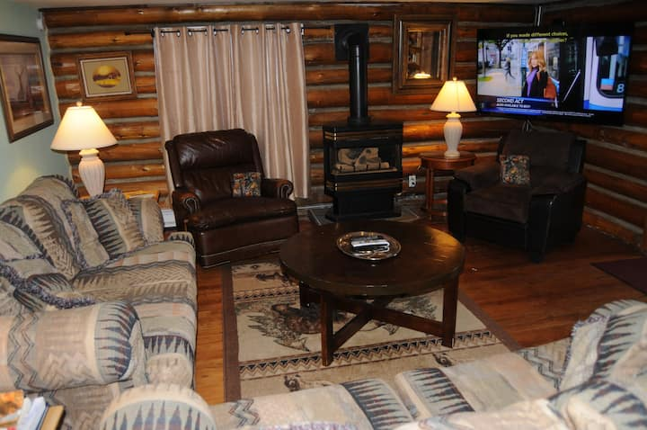 Yellowstone Two Bedroom Townhouse: NO CLEANING FEE