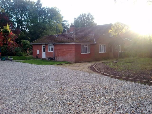 Single/Dble/Twin Room in Country Chalet Bungalow - Finchampstead