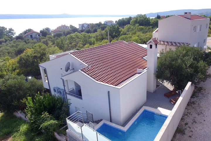 Modern Apartment with Private Pool in Maslenica