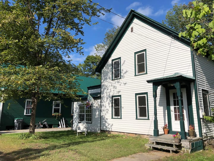 Riverside home 15 mins from Gore Mt & Lake George