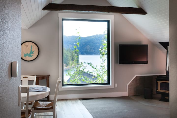 Kick back over breakfast or with your favorite book and soak in the beautiful, unobstructed view of the lake.  When the sun goes down, you've got a flat screen TV with all your favorite streaming apps.