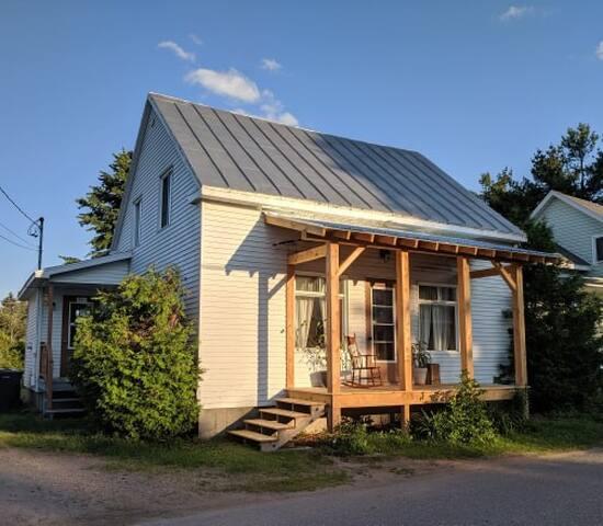 Maison centenaire au coeur du village