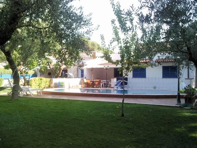 Villa con piscina vicina dal mare