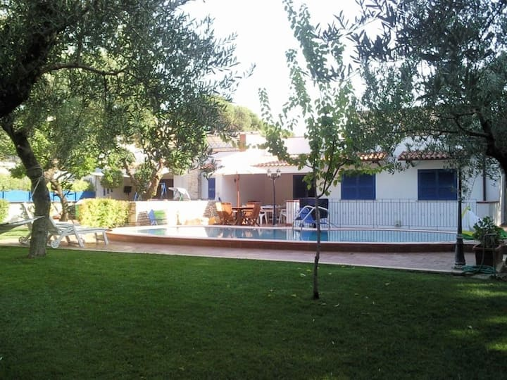 Villa con piscina vicina al mare