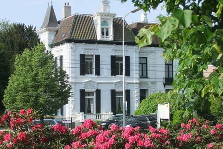 Luxe Suite 'Loft' in Rijksmonument Villa Daalhuis