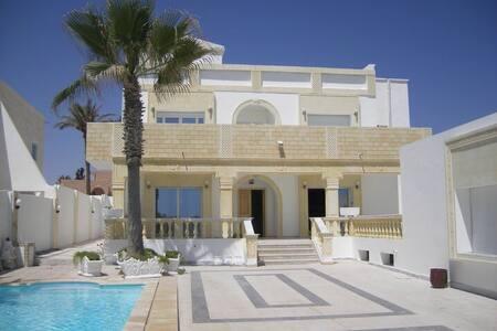 Superbe villa au bord de la plage - Zarzis  - Casa
