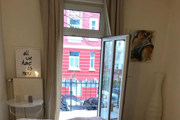 Zimmer mit Balkon in Eimsbüttel