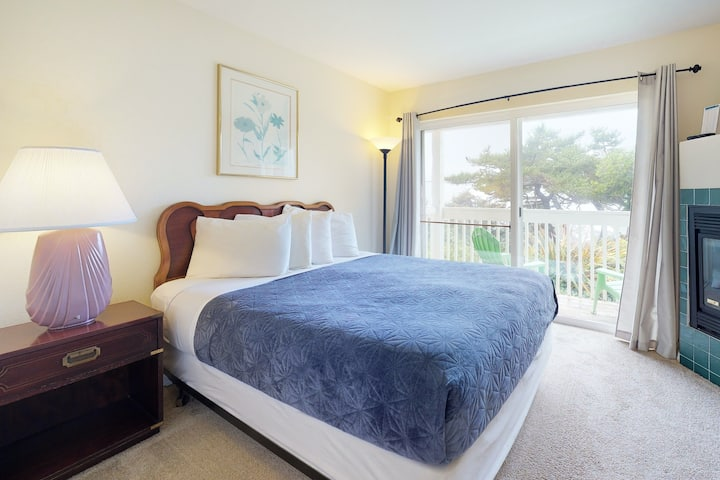 Dog-friendly, lower-level studio - ocean views and easy beach access await!