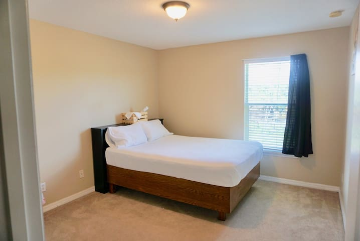 Private Room 9minutes from Orlando Inter. Airport.