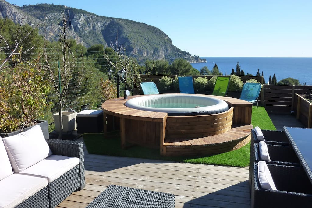 Magical roof top terrace with panoramic views on sea and mountain, hot tub, outdoor dining for 10, barbecue, fruits and veggies to pick depending on season !