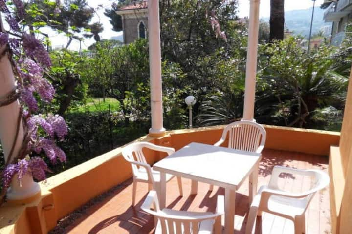 Villetta ai Castelli Grande. Seaside location Terrace Garden