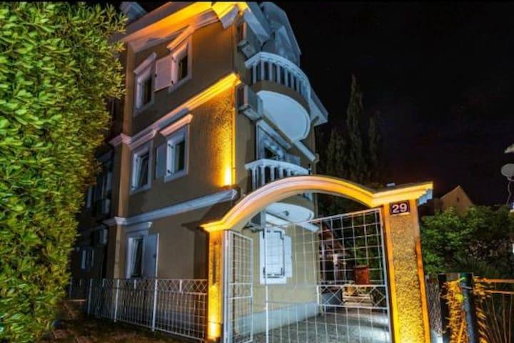 Hostel Budva