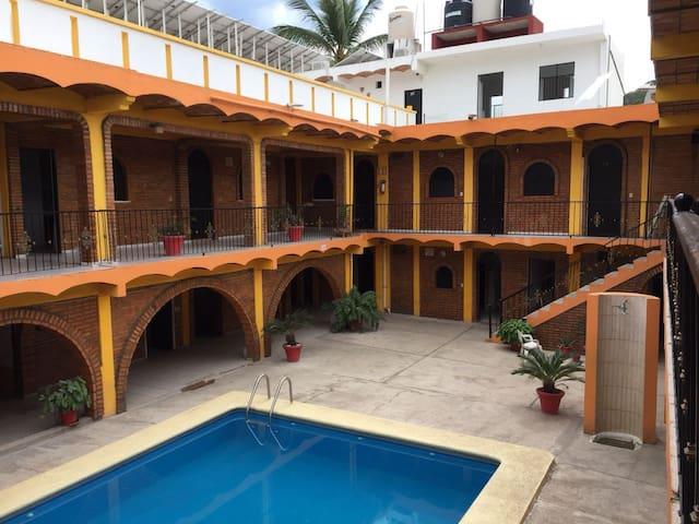 BUNGALOWS Y HOTEL LIZMAR EN LOS AYALA