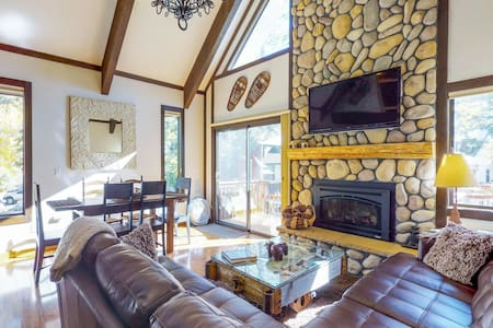 Cozy vacation condo w/ deck & shared pool - close to lake, casinos, & skiing