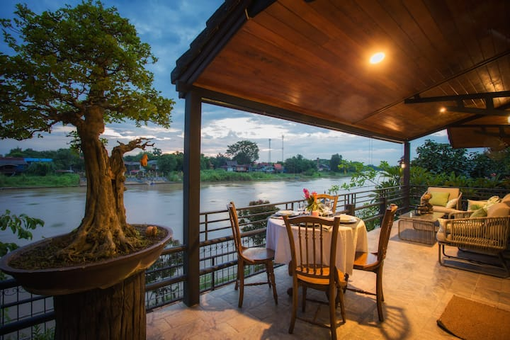 Cattani's Riverside Home Japanese River view Villa