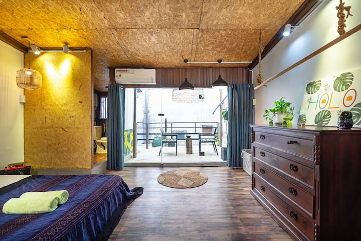 O4 * Rustic Loft with Hidden Private Balcony
