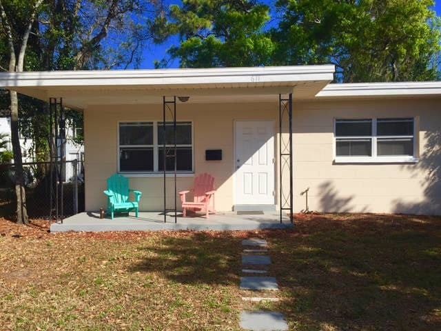 Cozy cottage near the heart of downtown ST PETE!