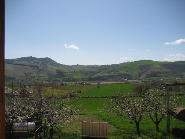 Casa di campagna, sulle colline del Fermano