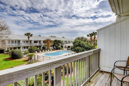 Coastal style condo close to entertainment w/ pool!