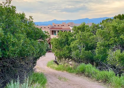 Secluded Royal Gorge Region Foothills Hideaway