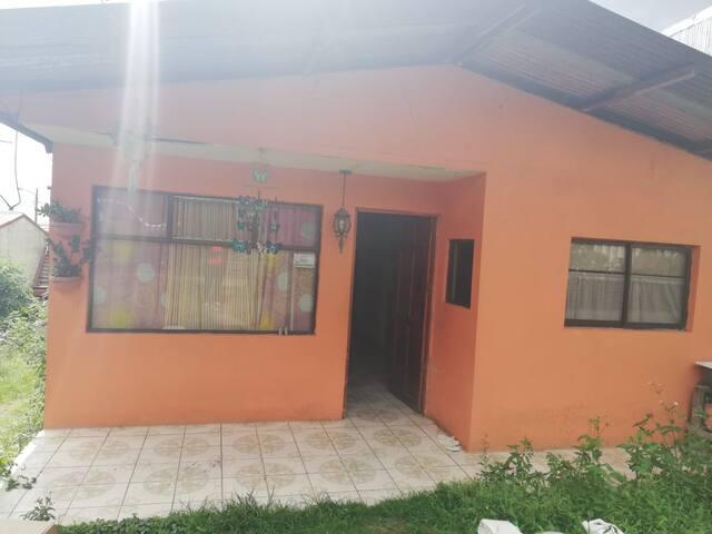 Habitación cómoda, ambiente agradable.