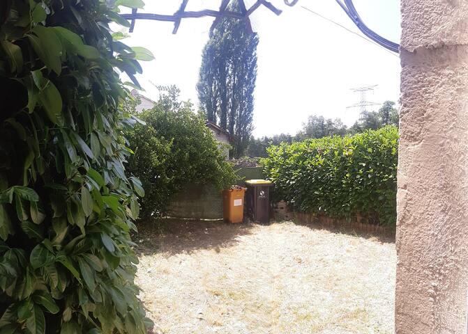 Maison à la campagne avec petit jardin