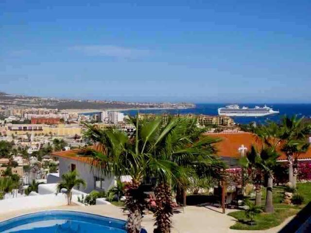 BEST OCEAN/CITY VEIWS in CABO-5 min walk to Marina