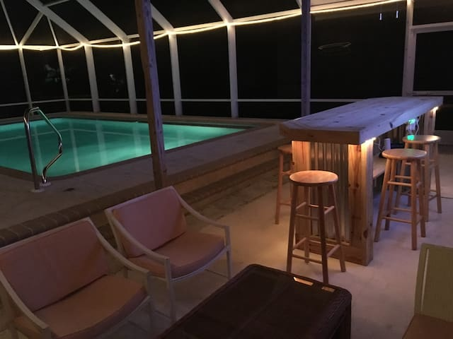 3 Bd. Olde Naples Beach House with Pool & Tiki Bar - Napoli - Casa