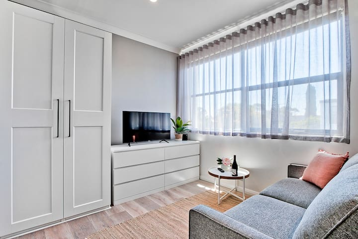 1 Bedroom Apt with Air-Conditioning in Plympton