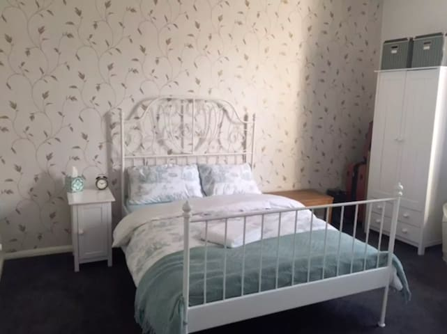 Large private double room in London Oval Zone 2 - Лондон - Квартира