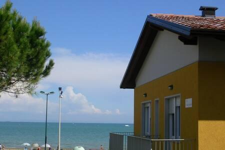 App. 30 metri dal mare - B1 primo piano WiFi free - Lignano Sabbiadoro