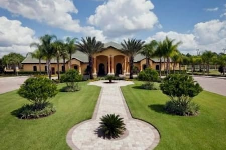 Big house nearby Disney with private pool