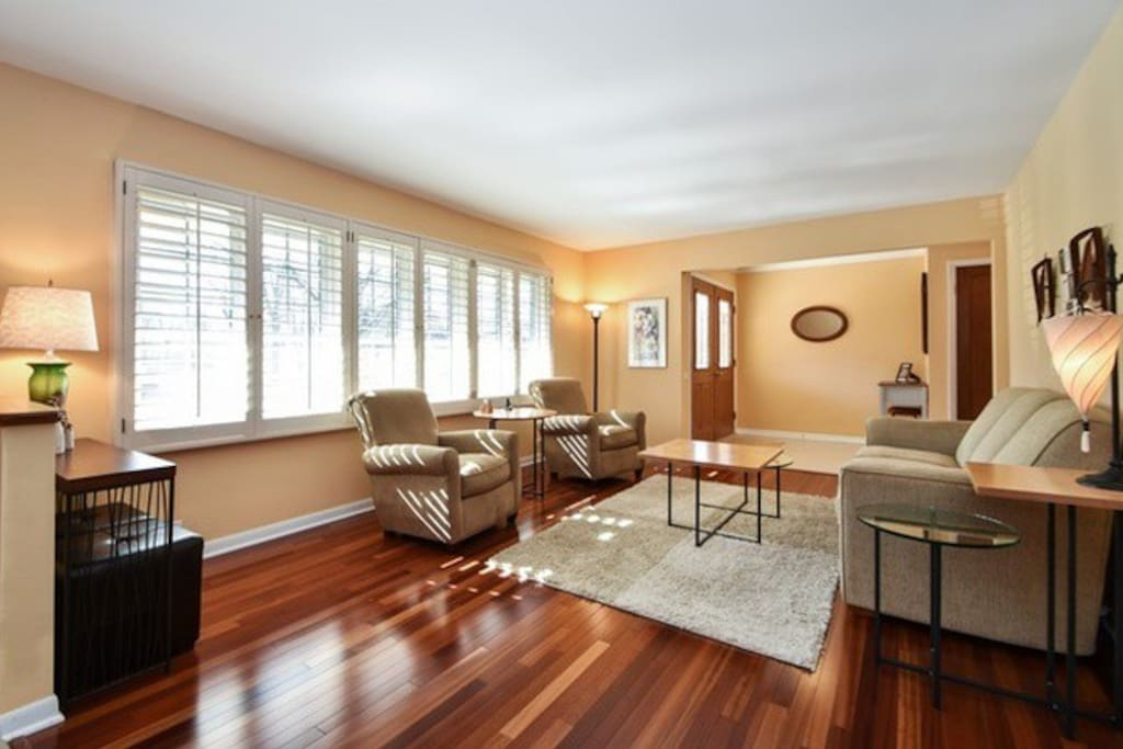Beautiful living space (includes unpictured 55' TV with Netflix)