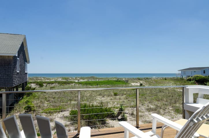 Buchanan-Oceanfront cottage with amazing views from decks perfect for entertaining