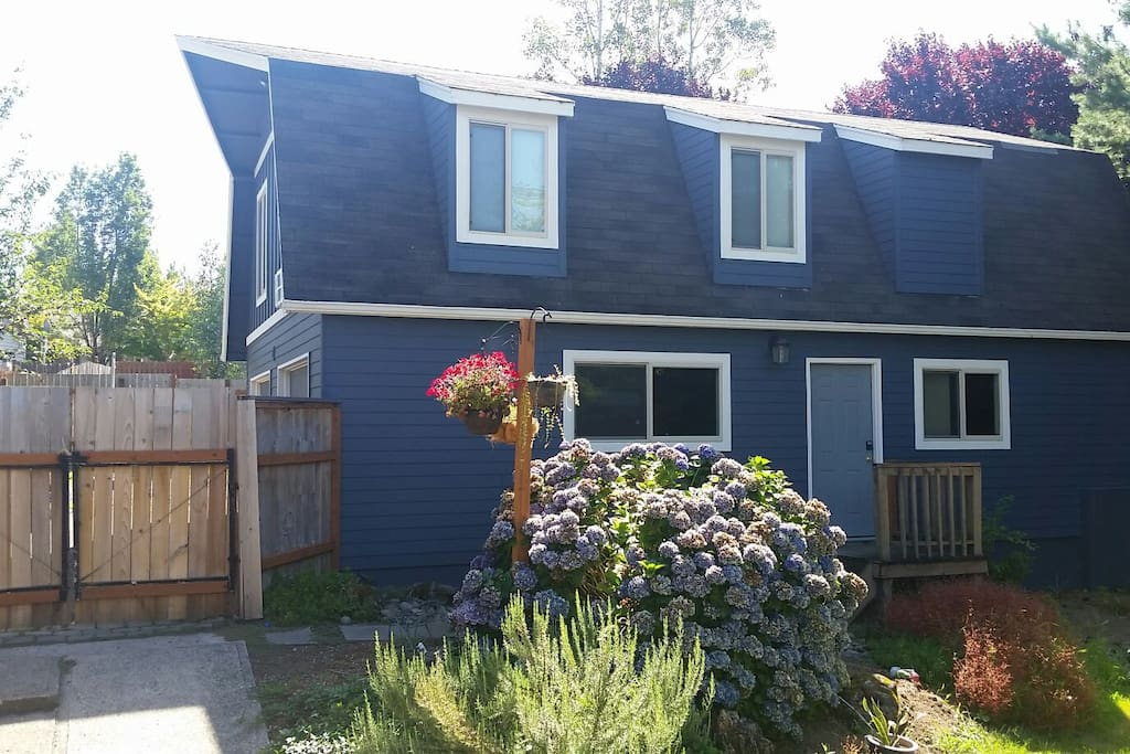 Charming Spacious Studio Apartment Shared Hot Tub Guesthouses For Rent In Gresham Oregon