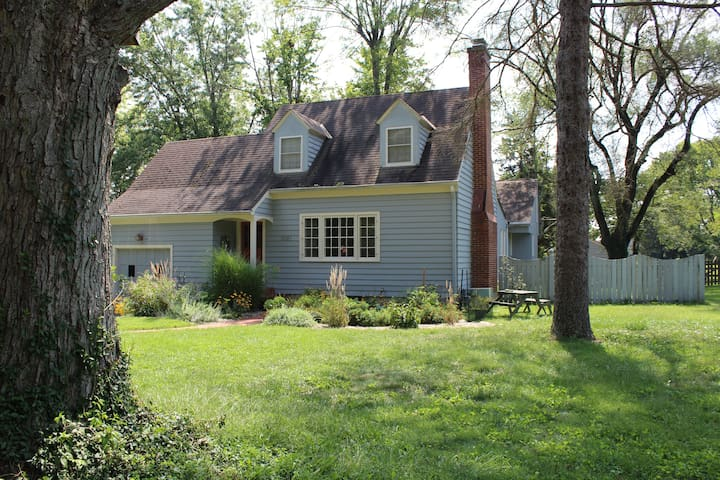 Walk to Uptown & Miami U- Charming Home in Oxford