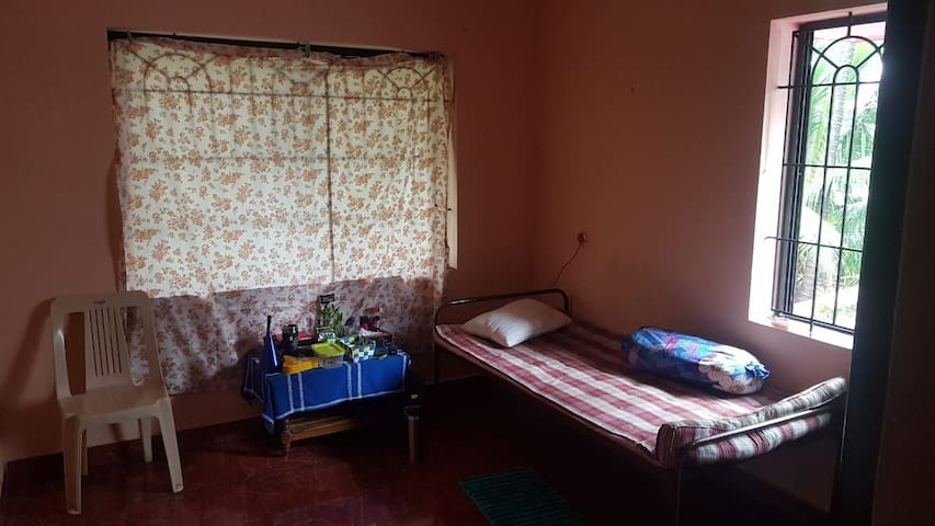 Private room in a 2bhk!