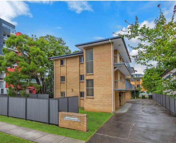 Great Location by Brisbane Airport & Train Station
