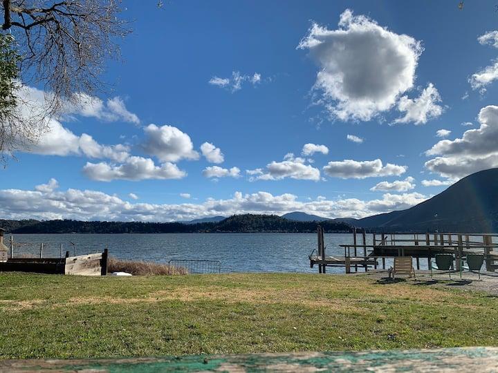 Lakefront Cozy Cabin