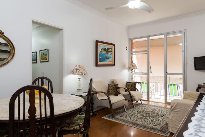 Apartamento com piscina em Ipanema.