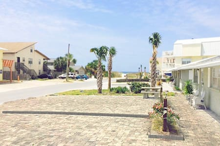 Gulf View D-2BR/1BA-AVAIL 12/8-12/12 $838 -RealJOY Fun Pass -Beachside Duplex - Mexico Beach