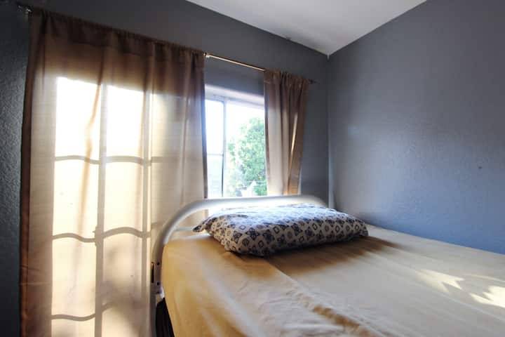 Bunk bed in Shared Room in Koreatown, Monthly Deal