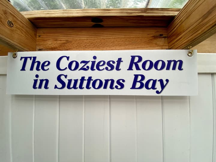 Cozy 2 Rm Suite Suttons Bay 1 Block Walk Main St