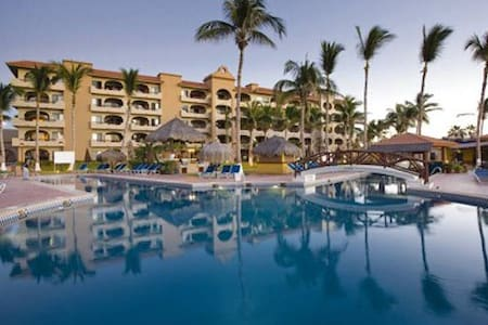 Out of the hectic downtown Cabo in the quieter more original San Jose del Cabo, this resort is on the beach & bus line with easy access to shopping etc.  This self contained studio has a kitchen w/grocery store near by, pool facilities, etc.