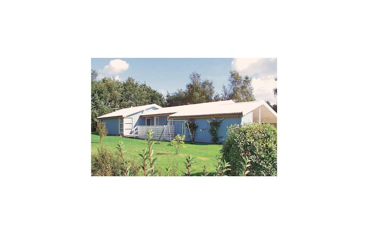 Holiday cottage with 4 bedrooms on 122 m² in Juelsminde