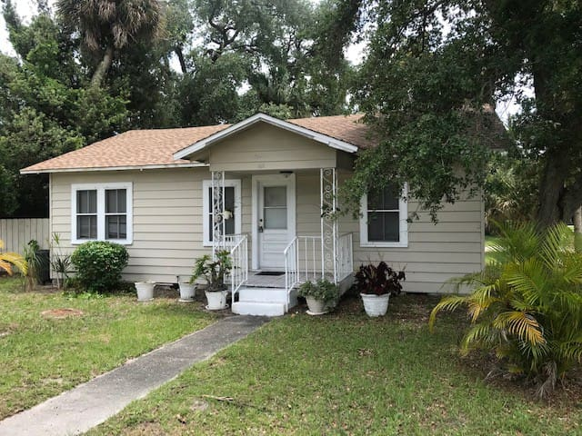 Furnished, cozy 2br/2ba home
