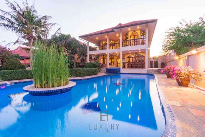 4 Bedroom Private Pool Villa in Great Location!