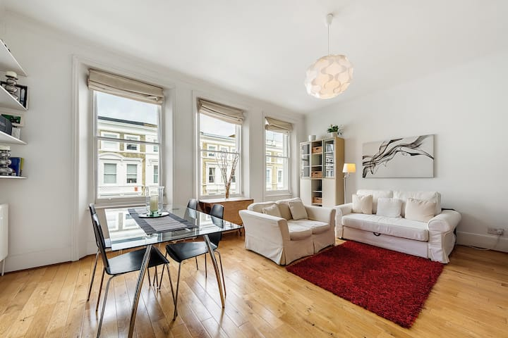 Elegant, Spacious, and Bright West Kensington Flat