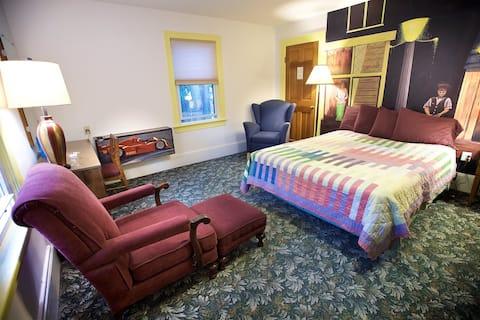 Room in Popular Restaurant in Cornwall-on-Hudson 8